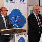 Günter Lehfeld (li), Vorstand expert Wachstums- und Beteiligungs AG, und Volker Müller, Vorstandsvorsitzender der expert AG, referierten über das Konzept der expert Innovationsfiliale Schwerin und gaben erste, sehr beeindruckende Ergebnisse bei Umsatz wie auch bei der Kundenfrequenz preis.