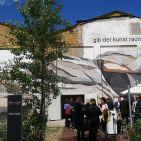 Morbider Charme empfing den Handel in Berlin Köpernik: Den alten AEG-Hallen am Spree-Ufer in Berlin-Köpenick wird eine große Galerie-Zukunft vorhergesagt.
