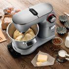 Eine für alles: Die Optimum Küchenmaschine von Bosch setzt eine neue Benchmark in Sachen Nutzerfreundlichkeit, Funktionalität und Design. Sie kann köstliche Kuchen, saftige Brote oder knusprige Kartoffelpuffer.
