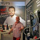 Dass TV-Koch Steffen Henssler ab sofort der neue Markenbotschafter für Krups und Tefal ist, begeistert Pierre Pollmann von der Groupe SEB (Krups, Rowenta, Tefal, Moulinex).