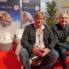 """""""Unseren Schlaf"""" hat Beurer zur IFA im Focus. Bereits jetzt schon bestens ausgeschlafen zeigten sich der Schlafexperte Dr. Michael Feld (li) und Beurer Geschäftsführer Georg Walkenbach."""