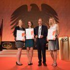 Der neue Kobold VK200 Handstaubsauger mit seinen insgesamt sechs Aufsätzen erhielt den begehrten Plus X Award. Darüber freut sich das Team von Vorwerk aus Wuppertal.