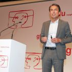 """Für Roland Hagenbucher, Geschäftsführer Siemens Hausgeräte, ist es eine absolute Notwendigkeit, """"dass alle Geräte im Smart Home """"seamless"""" zusammenarbeiten."""""""