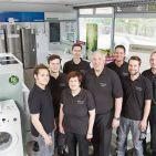 Das Team:Gerlide und Jürgen Müller kümmern sich mit zwei weiteren Mitarbeitern um das Ladengeschäft und Reparaturen, zwei Zweierteams stemmen die Außentermine im Kundendienst.