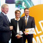 """Sind stolz auf ihre neue """"World of Comfort"""": Der EK-Vorstand mit Bernd Horenkamp, Susanne Sorg und Franz-Josef Hasebrink (v.li.)."""